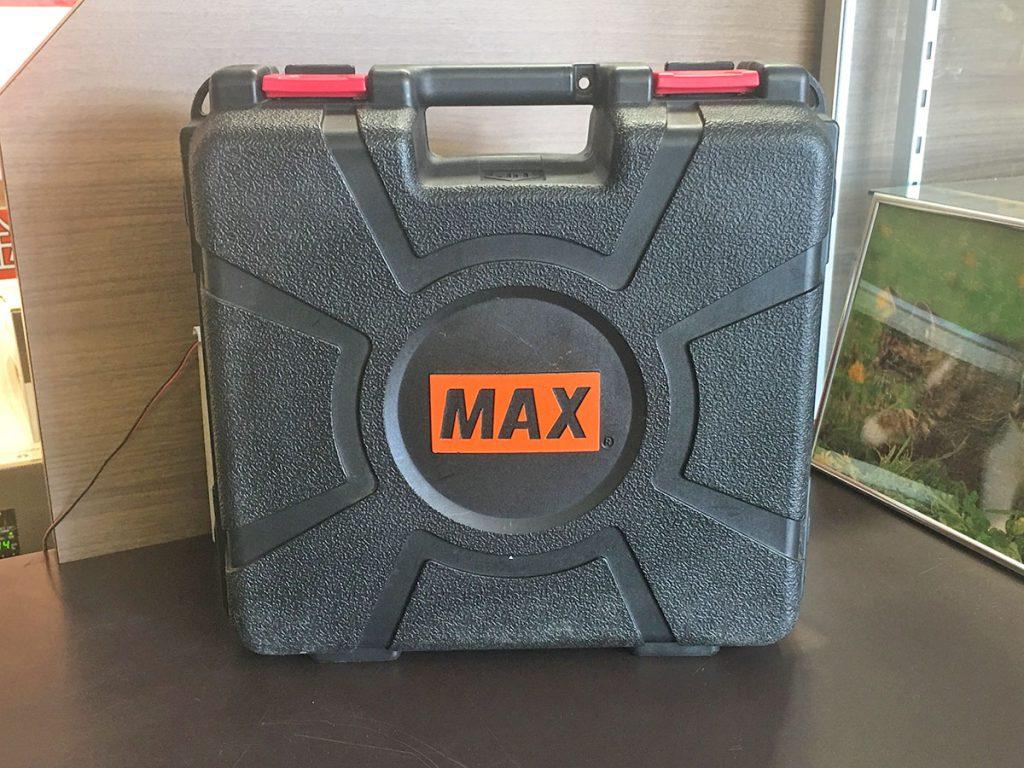 マックス釘打ち機3